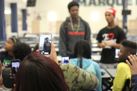 Students peacefully express opinions on Ferguson