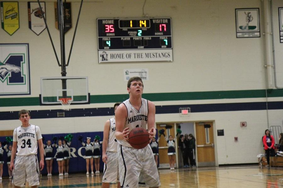 Basketball routs Northwest, Prepares for Lindbergh