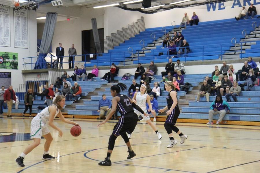 Girls basketball falls to Eureka in Districts