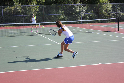 Play like a girl: Varsity girls golf, varsity girls tennis remain undefeated