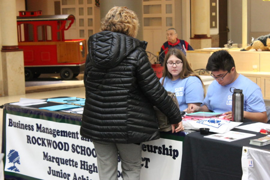 MHS students represent RSD at business expo